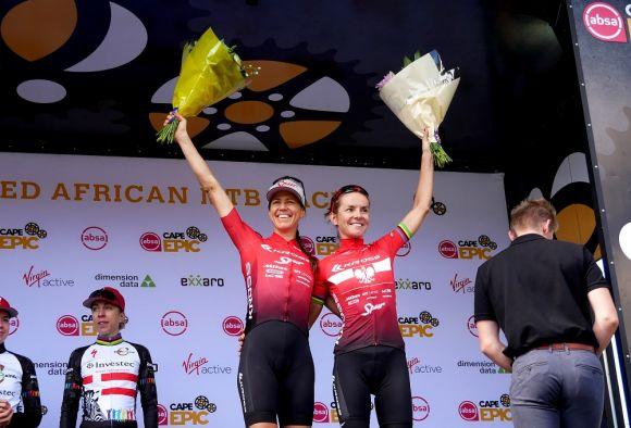 Maja Włoszczowska and Ariane Lüthi on the podium
