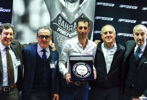 Rai TV Journalist Andrea De Luca, Dr. Antonino Cassisi, responsible of charity project Cycling for Armenia (Click here to discover more:https://bit.ly/2DGepwl), Vincenzo Nibali, Claudio Marra and Gustavo De Cicco, Fleet Marketing Manager KIA Motors Italy.